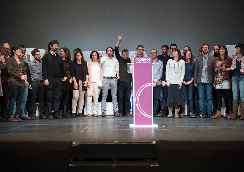 Foto: Miembros del Consejo Estatal de Podemos, el pasado mes de noviembre, tras su proclamación oficial. (Daniel Muñoz)