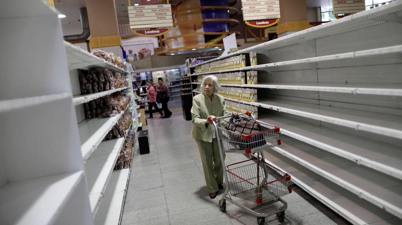 Venezolanos en un supermercado de Caracas. (Reuters)