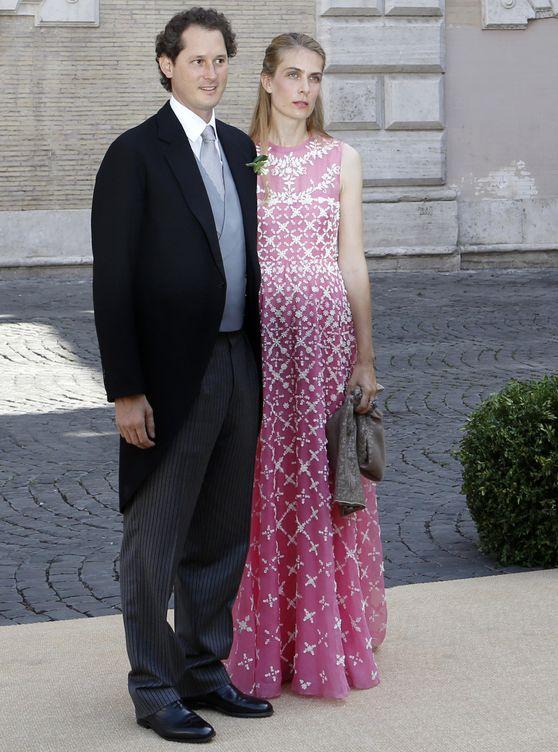 John Elkann y Lavinia Borromeo, en la boda del príncipe Amadeo y Elisabetta Maria Rosboch. (AP)