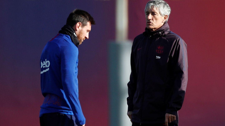 Messi y Quique Setién en un entrenamiento. (Efe)
