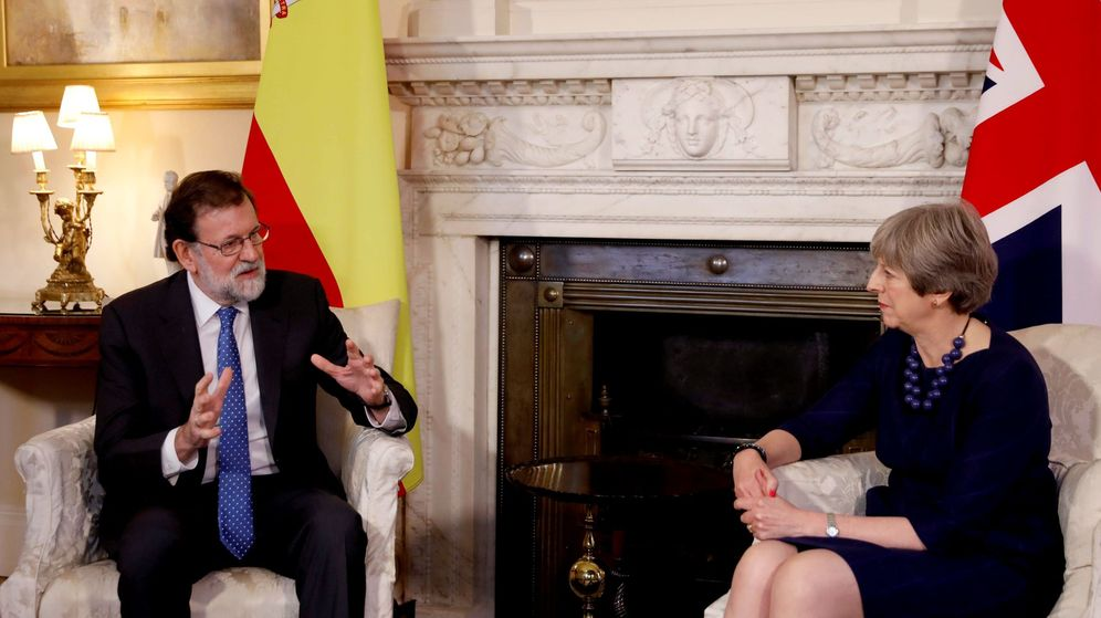 Foto: El presidente del Gobierno, Mariano Rajoy, durante la entrevista que mantuvo con la primera ministra británica, Theresa May. (EFE)