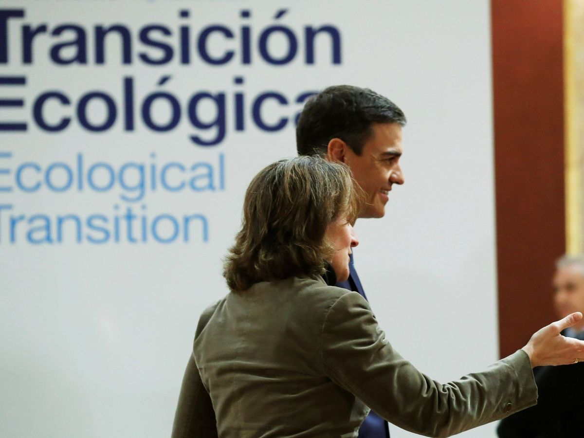 Foto: El presidente del Gobierno en funciones, Pedro Sánchez, junto a la titular de Transición Ecológica en funciones, Teresa Ribera. (EFE)