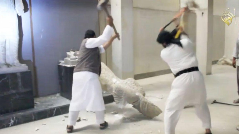 Foto: Milicianos del ISIS destrozan figuras milenarias del Museo de Mosul (YOUTUBE)