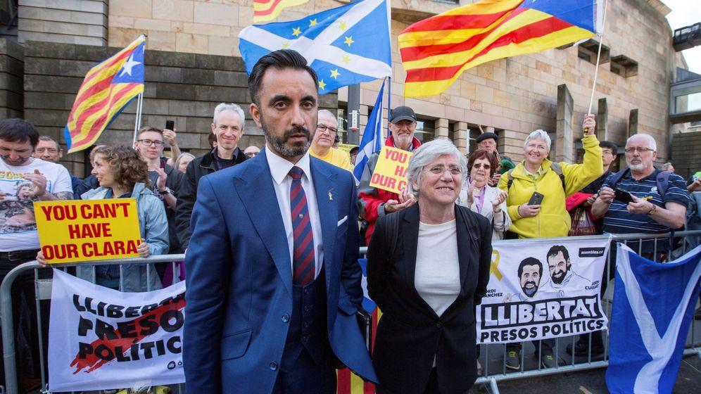 Foto: La 'exconsellera' de la Generalitat Clara Ponsatí, a su salida del tribunal de Edimburgo. (EFE)