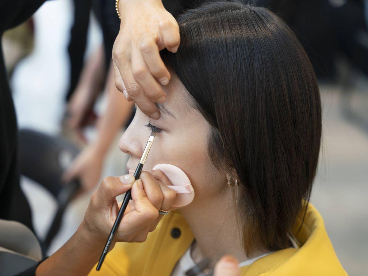 Foto: Destacar las ojeras con maquillaje, la nueva viralidad de TikTok. (Imaxtree)