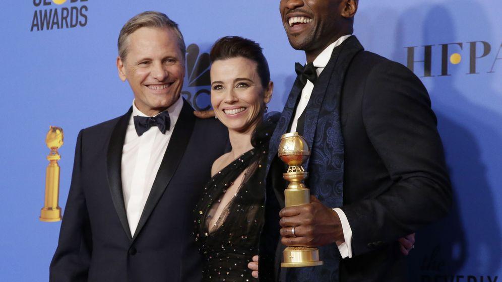 Foto: Viggo Mortensen, Linda Cardellini y Mahershala Ali en los Globos de Oro. (Reuters)