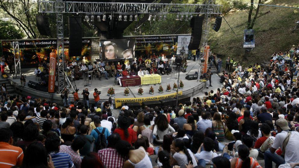 Medellín se entrega a los poemas y se olvida de las balas