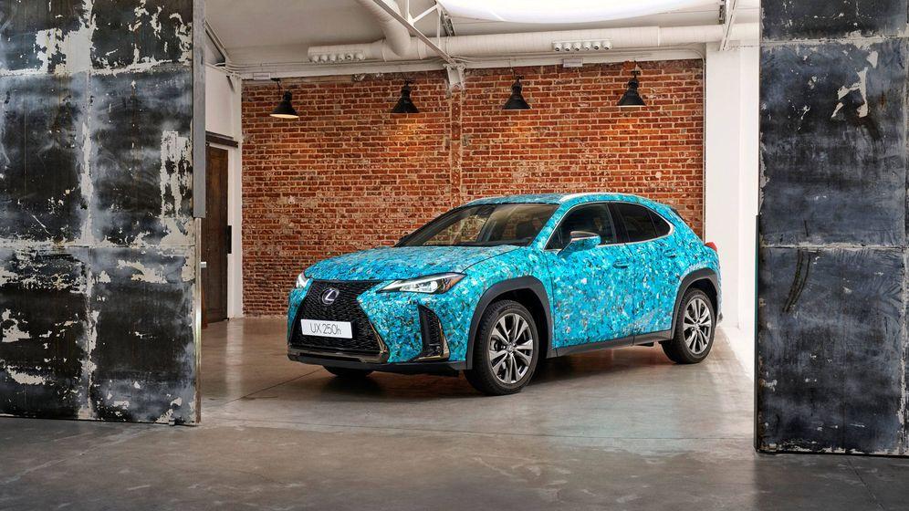 Foto: 'Armadura de escamas', el modelo de Lexus UX, diseñado por Antoñito y Manolín, ganador del concurso.