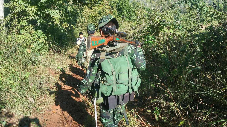 Grupo de guerrilleros del Ejército del Estado Shan en las colinas próximas a Hsipaw. (E. Fernández)