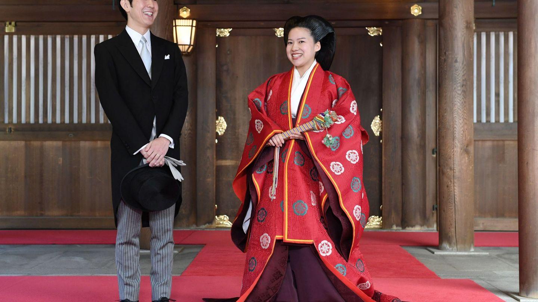 Ayako y su marido, Kei Moriya, tras su boda. (EFE)