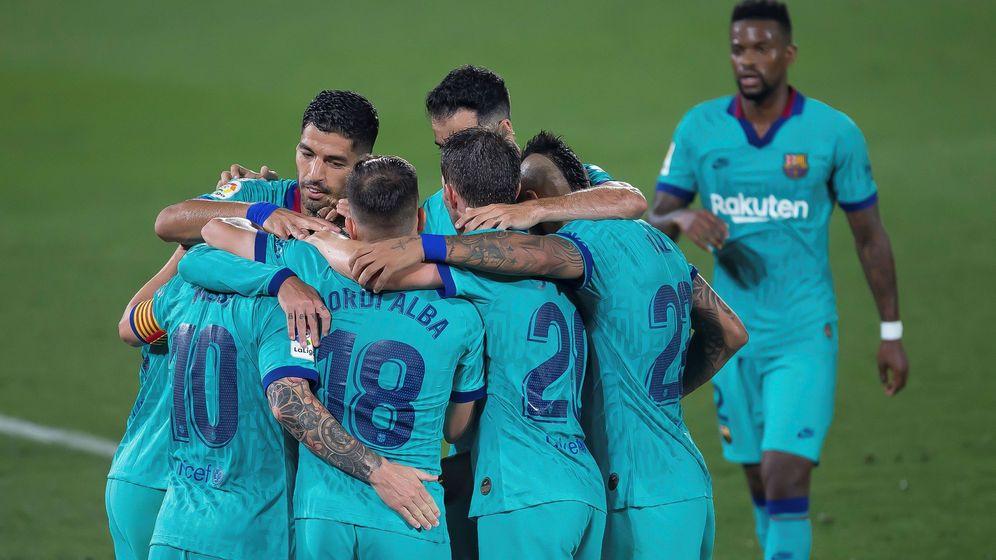 Foto: Los jugadores del Barça celebran el gol de Griezmann ante el Villarreal. (EFE)