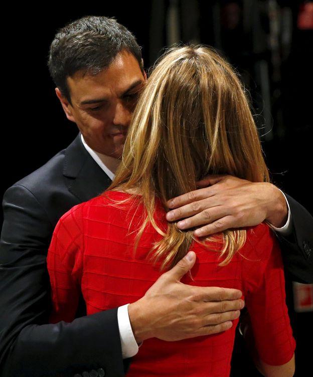 Foto: Pedro abraza a su mujer (Reuters)