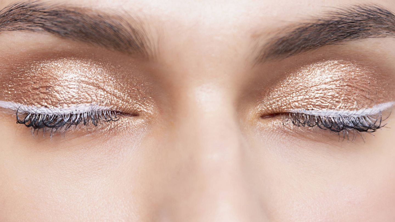 Las sombras de ojos en crema permiten una mayor pigmentación. (Imaxtree)