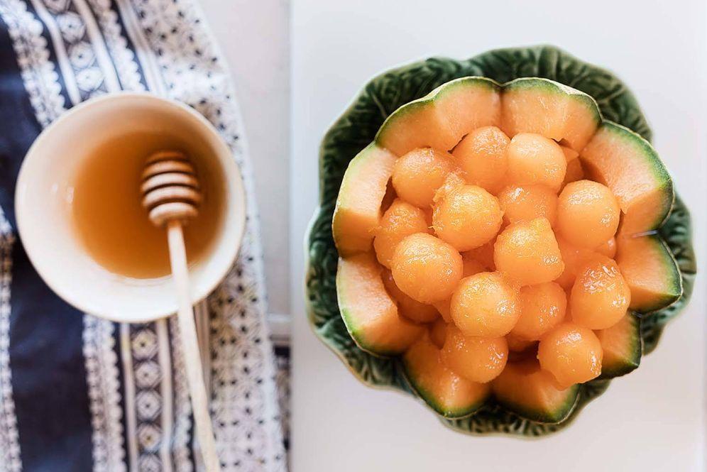 Foto: Receta de bolas de melón con salsa de naranja y miel. (Foto: Snaps Fotografía)
