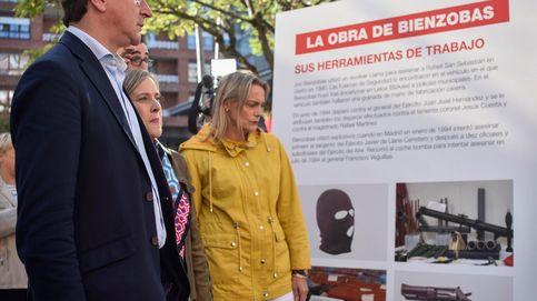 El PP organiza una contraexposición con la auténtica obra del terrorista Jon Bienzobas