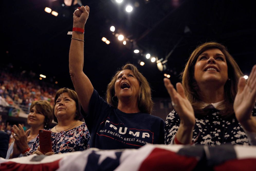 Foto: Seguidores de Trump durante un evento del presidente en Huntsville, Alabama, el 22 de septiembre de 2017. (Reuters)