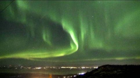El resplandor de las auroras boreales reina sobre el cielo de Alaska