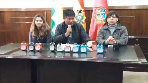 Un alcalde boliviano regala despertadores a los trabajadores que llegan tarde