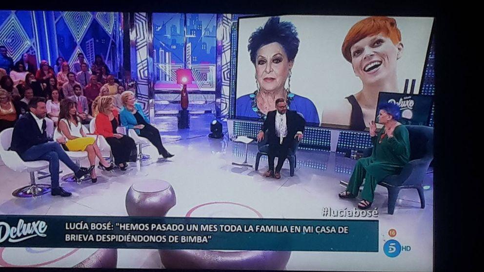 """Lucía Bosé habla sobre (y con) Bimba en 'Sábado Deluxe': """"Ella siempre está aquí"""""""