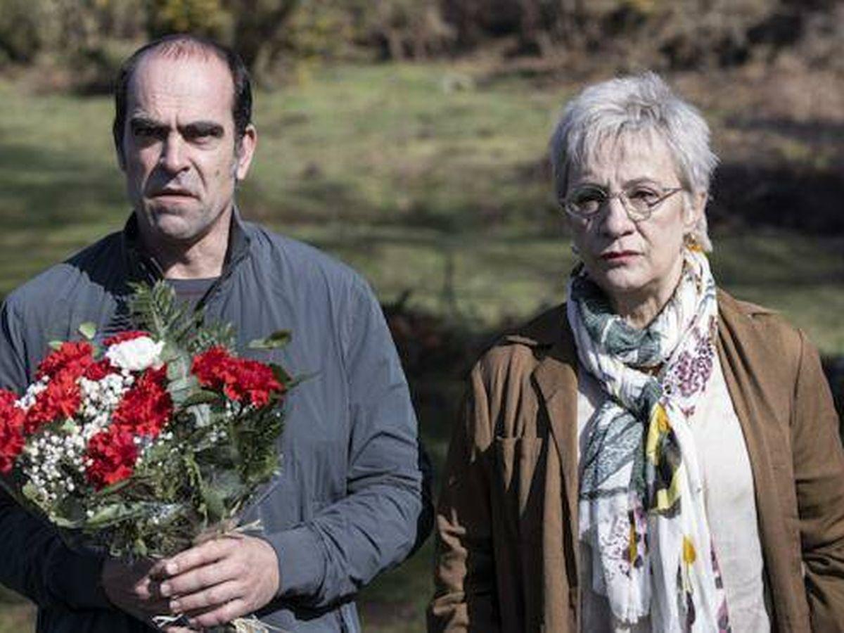 Foto: Luis Tosar y Blanca Portillo en 'Maixabel', de Icíar Bollaín. (Disney)