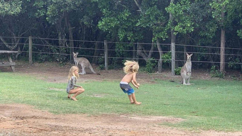Saltando con los canguros. (Instagram @chrishemsworth)