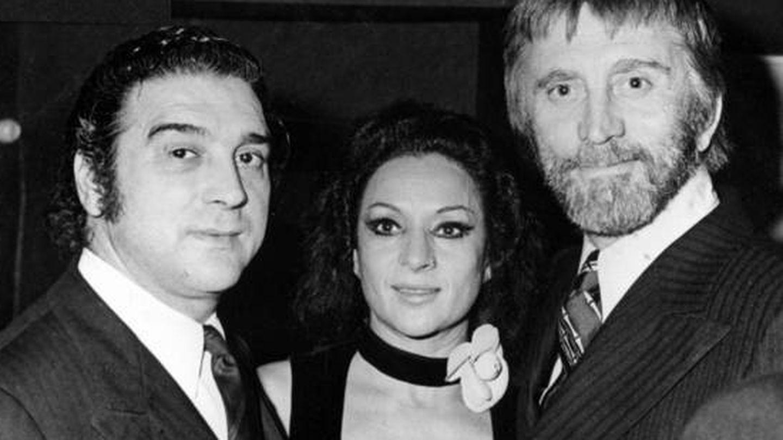 Michael Douglas, junto a Lola Flores y El Pescaílla. (EFE)