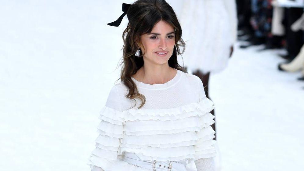 Foto: Penélope, sorpresa sobre la pasarela de Chanel. (Getty)