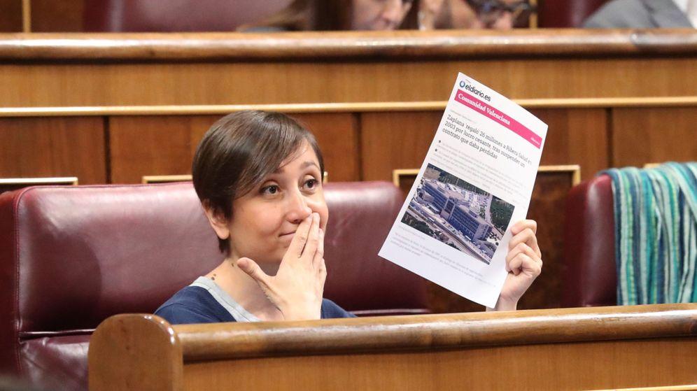 Foto: La diputada de En Comú Podem Marta Sibina, durante una sesión de control al Gobierno en el Congreso. (EFE)