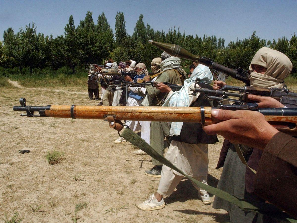 Foto: Imagen de archivo de milicianos talibanes. (Reuters)