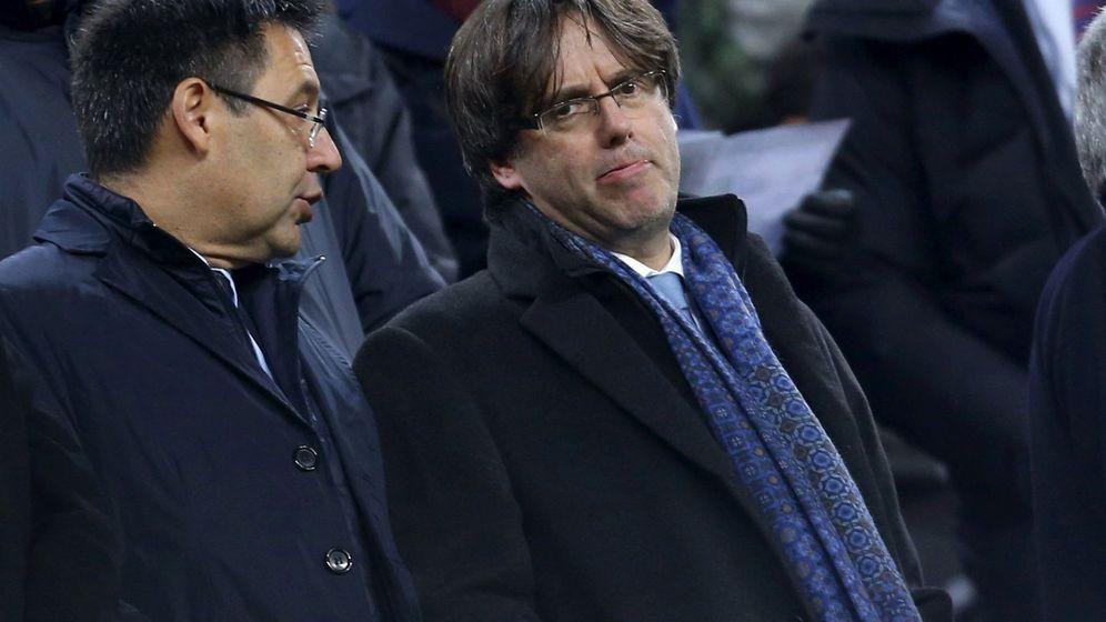 Foto: El presidente del Barça, Josep Maria Bartomeu, junto al de la Generalitat, Carles Puigdemont. (EFE)