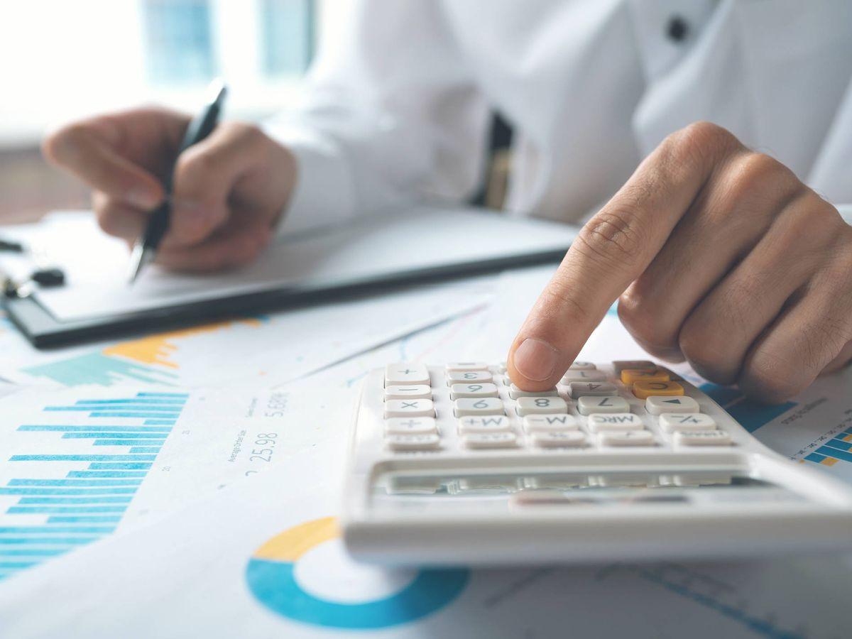 Foto: Cálculo de impuestos. (iStock)