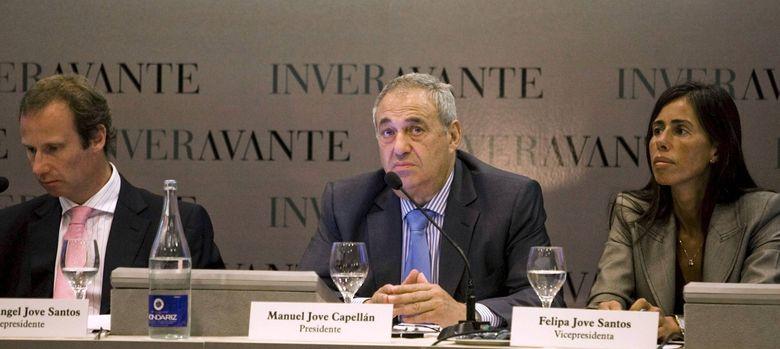 Foto: El empresario gallego Manuel Jove, flanqueado por sus hijos
