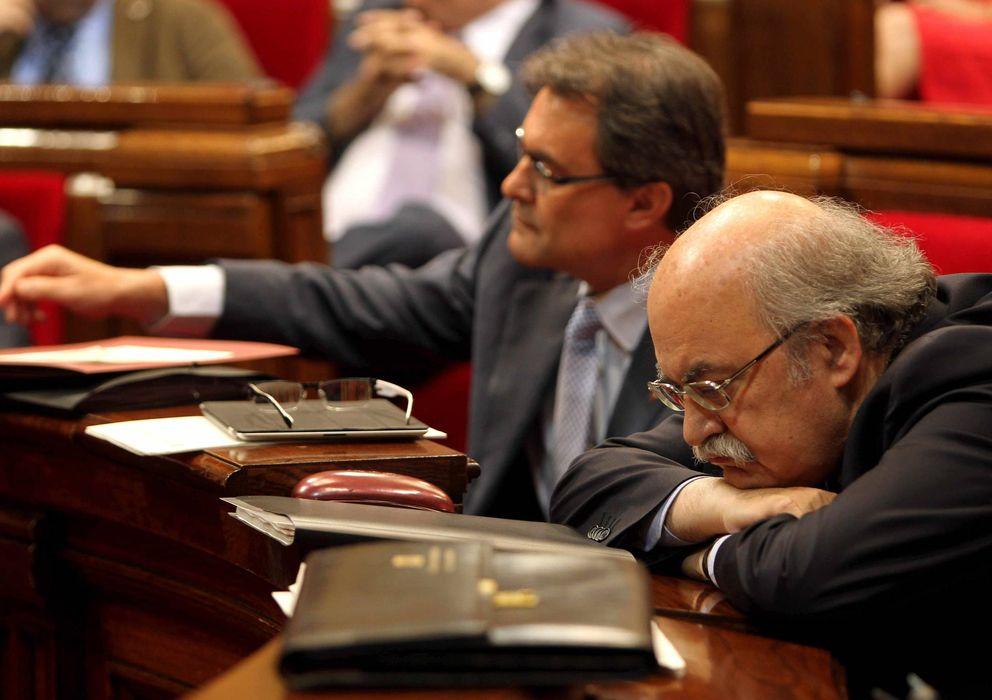 Foto: Artur Mas y el conseller de Economía, Andreu Mas-Colell, en el Parlament.