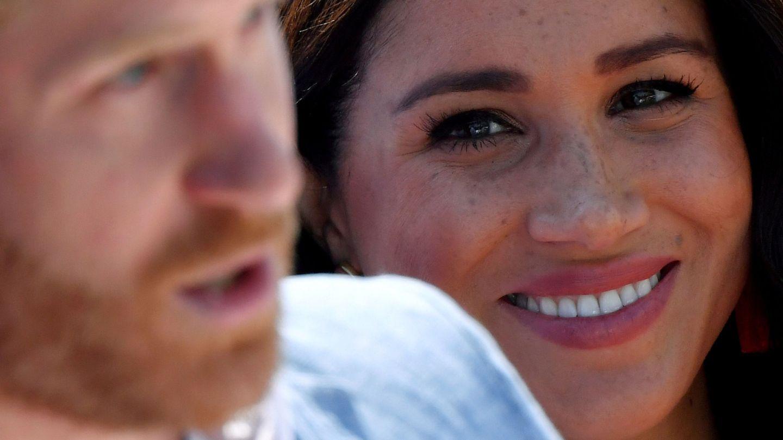 Meghan Markle y el príncipe Harry,  durante su gira por Sudáfrica. (Reuters)