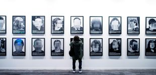Post de Santiago Sierra, el artista salvaje que llevó la guerra al interior de Ifema