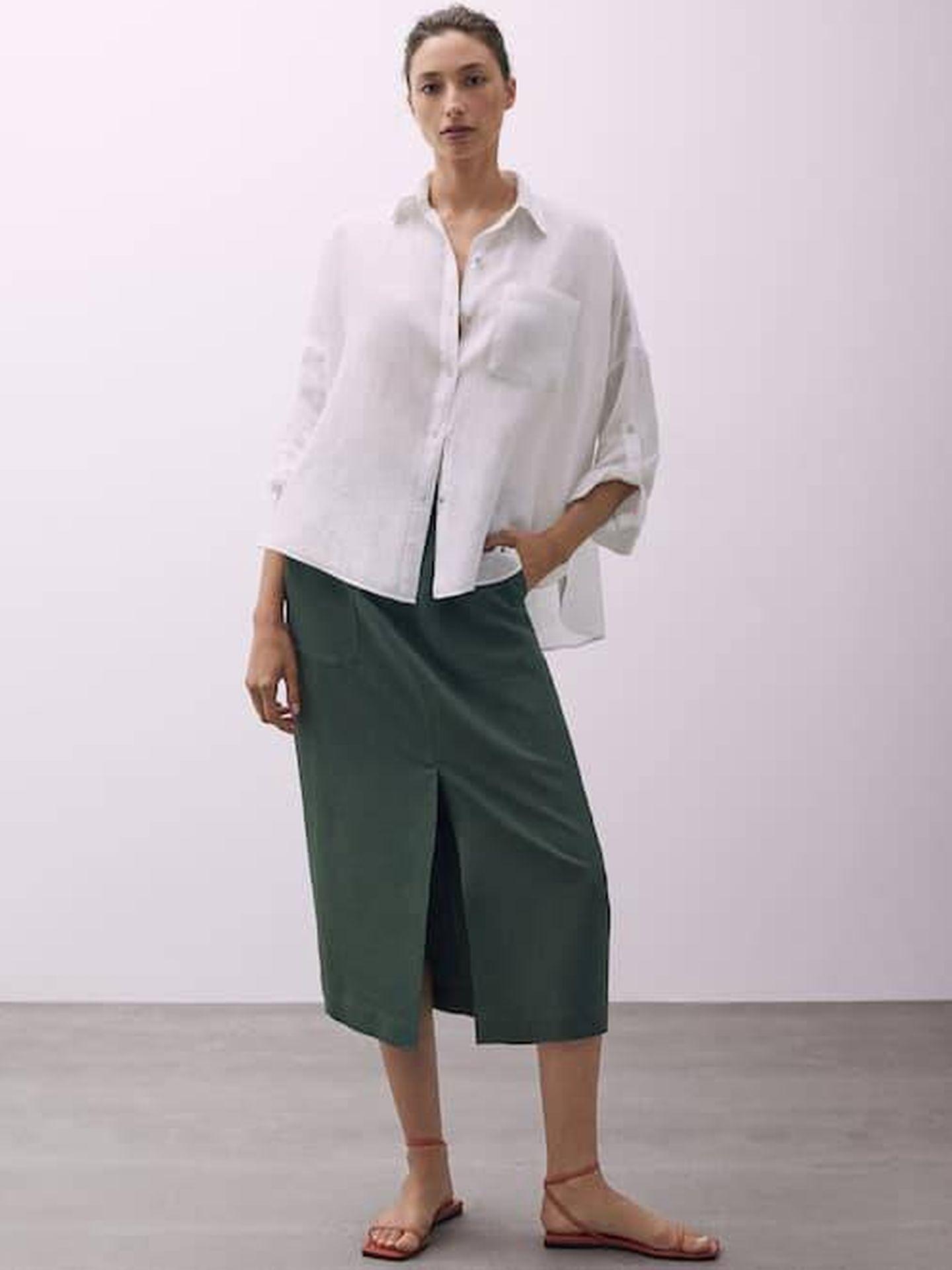 La falda midi de Massimo Dutti. (Cortesía)