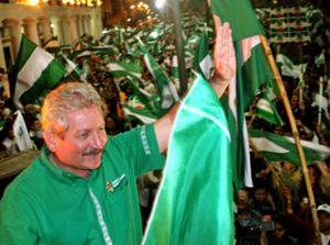 """Santa Cruz proclama su estatuto y Morales convoca a los gobernadores para consensuar la """"verdadera"""" autonomía"""