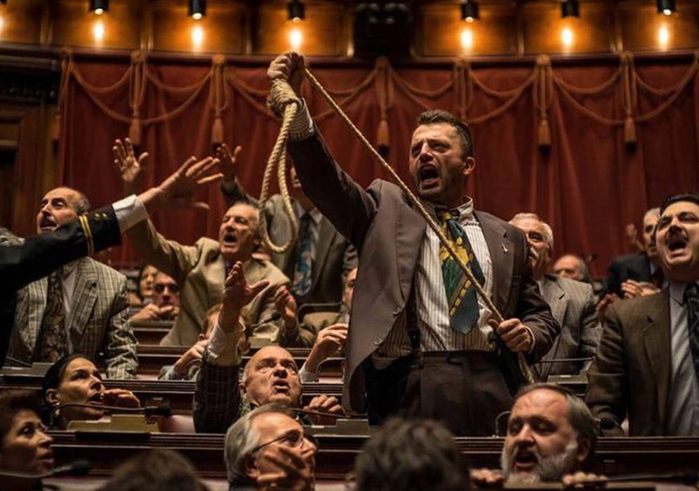Foto: Diputados de la Liga Norte soga en mano en una escena de '1993'