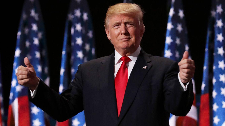 El vídeo viral de Trump con los pantalones del revés en su reaparición