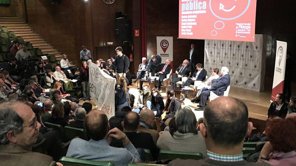 Foto: Protesta estudiantil antes del comienzo del debate en la Universidad Complutense. (EC)