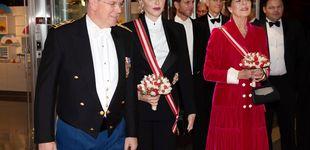 Post de Charlène vs. el protocolo: su inaudito look de gala frente a Carolina y Beatrice Borromeo