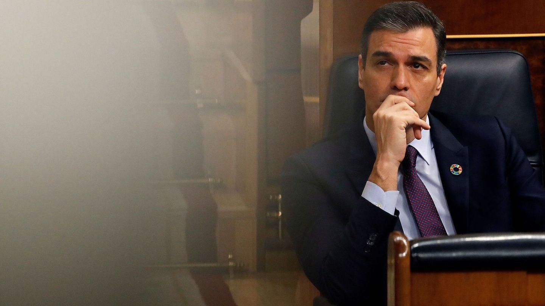 El presidente del Gobierno, Pedro Sánchez, al inicio de la sesión de control. (EFE)