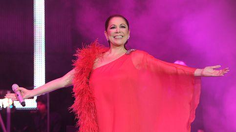 Cristina Cifuentes, la 'anfitriona' de Isabel Pantoja en su reaparición musical