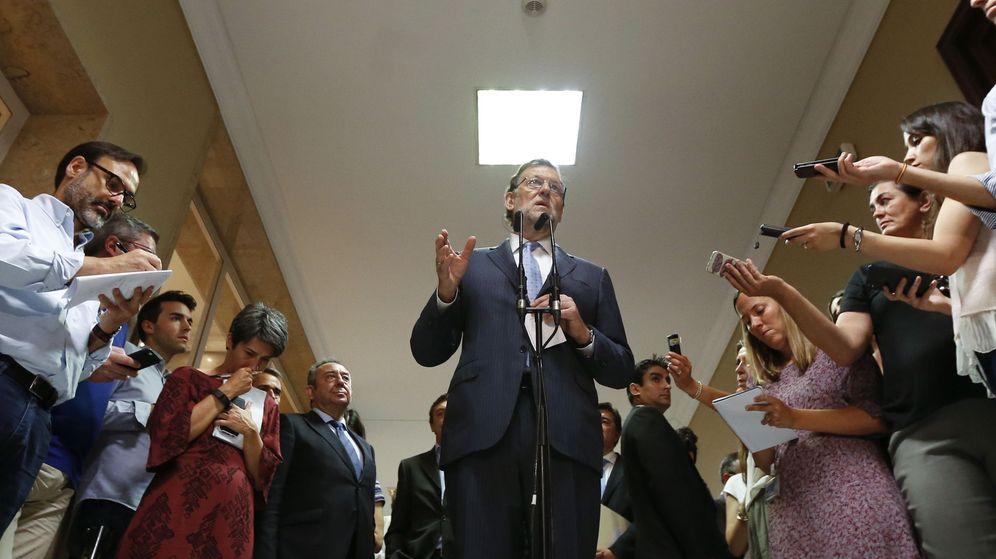 Foto: Rajoy ofrece declaraciones a los periodistas congregados en el Congreso de los Diputados en una imagen de archivo. (EFE)