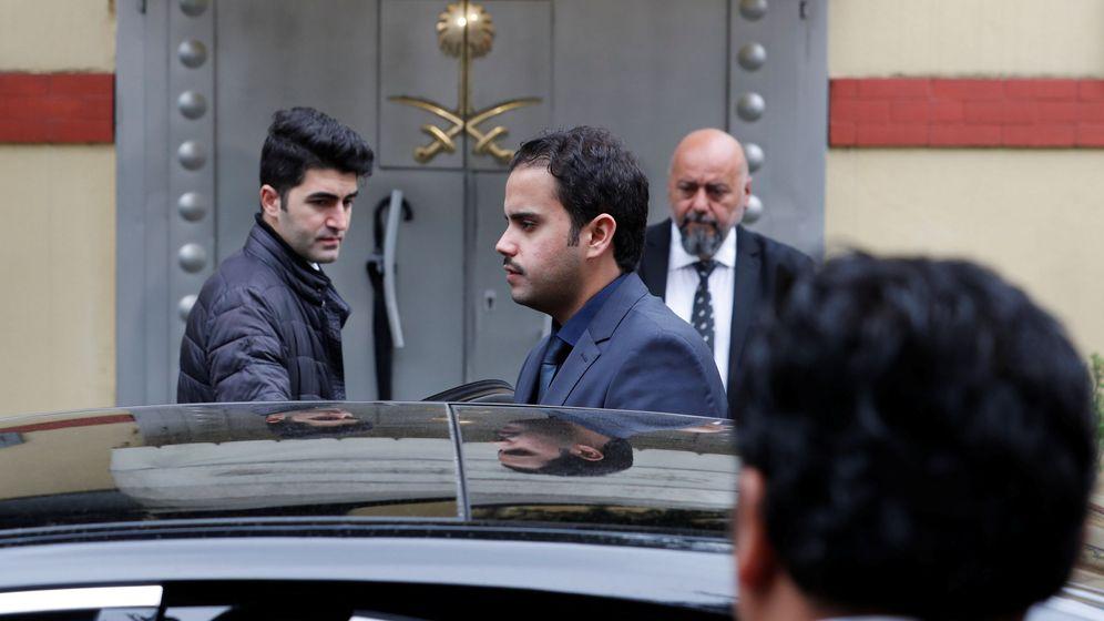 Foto: Un funcionario saudí abandona el consulado en Estambul, el 15 de octubre de 2018. (Reuters)