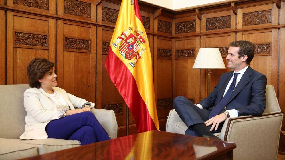 Foto: El presidente del Partido Popular Pablo Casado, y la exvicepresidenta del Gobierno Soraya Sáez de Santamaría. (EFE)