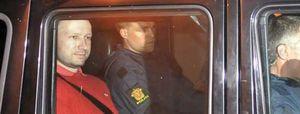"""El abogado de Breivik achaca la matanza a la """"locura"""" de su cliente"""