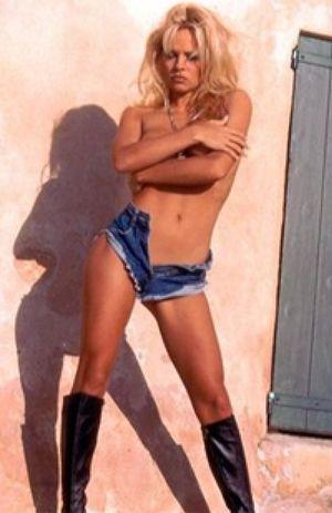 Pamela Anderson no pierde su esencia a sus 45 años
