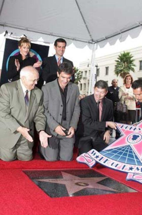 Antonio Banderas logra su estrella en el Paseo de la Fama de Hollywood