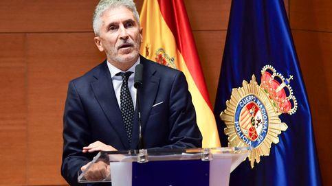 Interior aplica el alza salarial a policías en pleno debate de congelar la de funcionarios